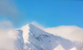 穗高在shinhotaka,日本阿尔卑斯的山风景在冬天 免版税库存图片