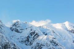 穗高在shinhotaka,日本阿尔卑斯的山风景在冬天 库存照片