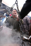 穷和无家可归的圣诞前夕在主要市场上在克拉科夫 图库摄影