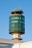 空中交通管理塔在温哥华YVR机场 免版税图库摄影