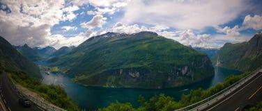 空中全景视图向从Trollstigen,挪威的Geiranger海湾 免版税库存照片