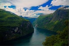 空中全景视图向从Trollstigen,挪威的Geiranger海湾 库存图片