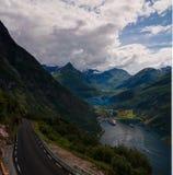 空中全景视图向从Trollstigen,挪威的Geiranger海湾 库存照片