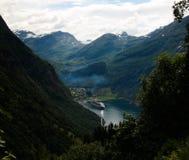 空中全景视图向从Trollstigen,挪威的Geiranger海湾 免版税图库摄影