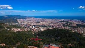 空中全景视图向巴塞罗那从Tibidabo观点,卡塔龙尼亚,西班牙 免版税库存图片