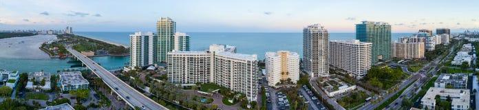 空中全景Bal Harbour迈阿密佛罗里达 免版税库存图片