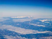 空中喀尔巴阡山脉的山景 图库摄影