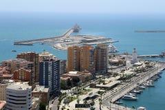 空中安大路西亚地区马拉加住宅西班牙视图白色 口岸和城市鸟瞰图 库存图片