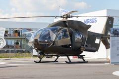 从空中客车的德国H145M在柏林飞行表演 免版税库存图片