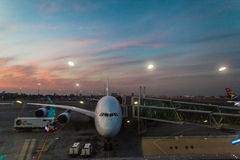 空中客车飞机离开休息室机场 免版税库存图片