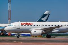 空中客车319收税在围裙的瑞航 库存图片
