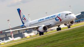 空中客车A320-200乌拉尔航空公司VQ-BGY在机场谢列梅SVO 免版税库存照片