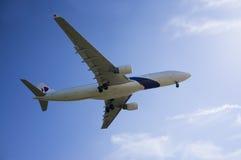 空中客车A330 323准备好登陆 库存照片