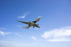 空中客车A330 323准备好登陆 免版税库存图片