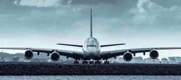 空中客车A380喷气机班机-正面图 免版税库存图片