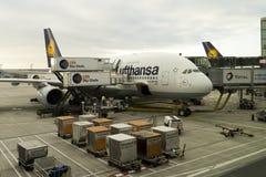 空中客车A380在机场 免版税库存照片