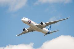 空中客车A350空中分列式 免版税库存照片
