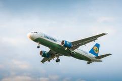 空中客车A320航空公司乌兹别克斯坦空中航线UK32020  图库摄影