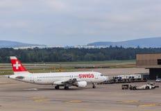 空中客车A320-214飞机在苏黎世机场中 库存图片