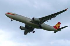 空中客车A330-343 (B-6527)在背景多云天空的航空公司海南航空 库存照片