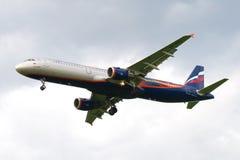 空中客车A321 ` E Vakhtangov `在多云天空的VP-BTL苏航 库存照片