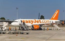 空中客车A319-111 EasyJet在红葡萄酒Merignac机场 免版税库存图片