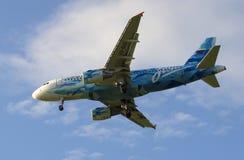 空中客车A319-111 (VQ-BAS)在橄榄球俱乐部Zenit的颜色的航空公司俄罗斯在ba的 库存图片