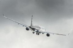 空中客车A350 XWB起飞 免版税库存图片