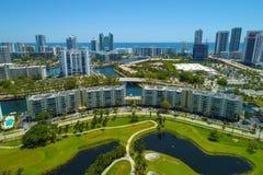 空中寄生虫照片佛罗里达高尔夫球场和公寓公寓 库存照片