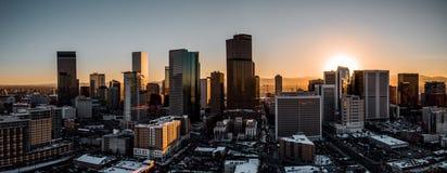 空中寄生虫照片-市日落的丹佛科罗拉多 库存照片