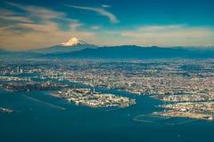 空中富士山有东京都市风景视图 免版税库存图片