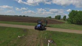 空中射击拖拉机麦地路农业机械种田 股票录像