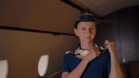 空中小姐调直围巾室内豪华喷气机客舱 股票录像