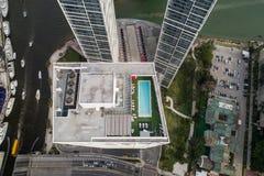 空中屋顶水池在W旅馆Brickell街市迈阿密 库存照片