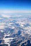 空中山多雪的视图 免版税库存照片