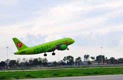 空中巴士A-319, S7航空公司的乘客班机 图库摄影