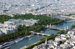 空中巴黎河围网视图 图库摄影