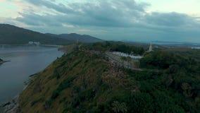 空中录影在观点,普吉岛的人民观看的日落 股票视频