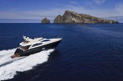 空中意大利豪华西西里岛视图游艇 库存图片