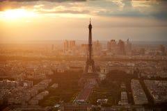 巴黎空中日落的法国艾菲尔铁塔 免版税库存图片