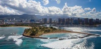 空中檀香山港口和魔术海岛 免版税图库摄影