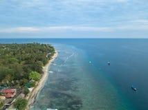 空中海岸线Gili空气,印度尼西亚海滩  免版税库存照片