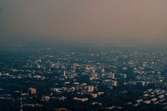 空中照片大城市Chiangmai北部泰国 免版税库存图片