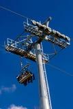 空中电车,缆车在公园 免版税库存图片