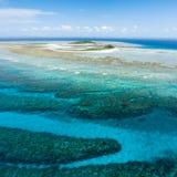 空中离开的海岛热带视图 免版税库存图片