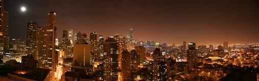 空中芝加哥晚上pano 免版税库存图片