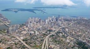 空中蓝色城市街市迈阿密海运视图 库存照片