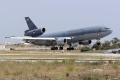 空中补充注油罐车KDC-10着陆 库存照片