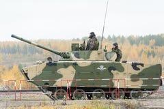 空中被跟踪的装甲车BMD-4M 免版税库存照片