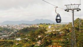 空中览绳在大叻市 越南 库存图片
